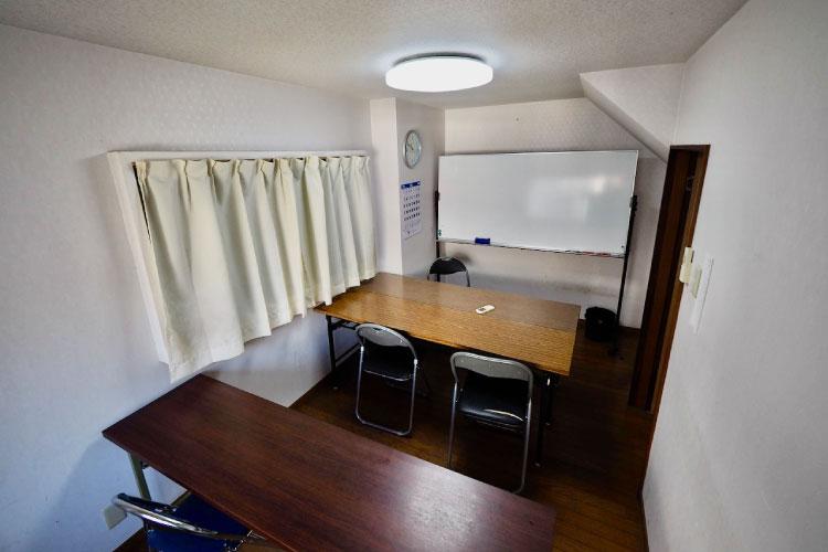 東英予備校では学生向けの食事室も完備しております